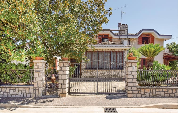 Semi-Detached with 3 bedrooms on 180 m² in Baia E Latina -CE-