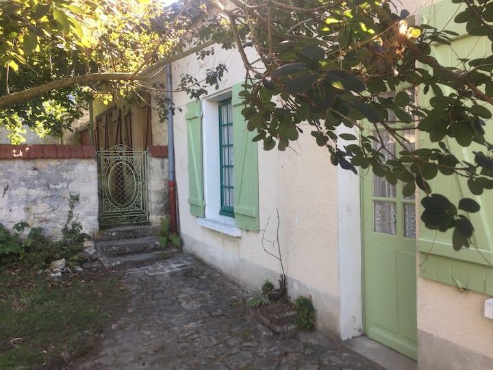 Orry-la-ville: Charmante maison picarde