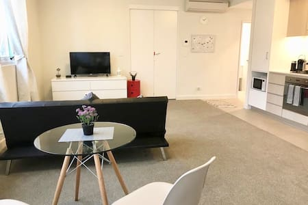 Comfy, Close to City, Airport, Bus & Train Station