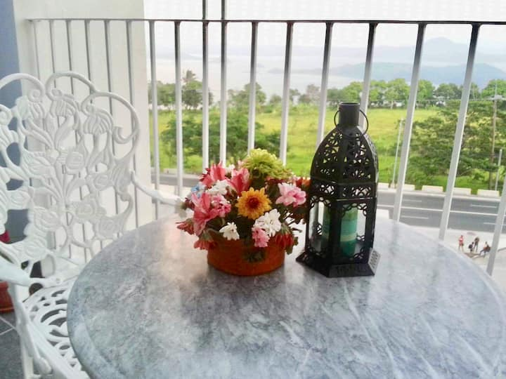 Cozy Family Suite w/ Stunning Taal View, Tagaytay