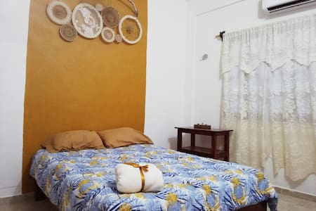 COZY APARTMENT 2 BLOCKS FROM BEACH/ CERCA DE PLAYA