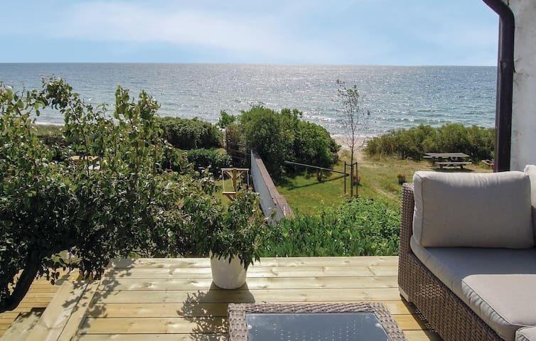 Semi-Detached with 2 bedrooms on 72 m² in Ystad