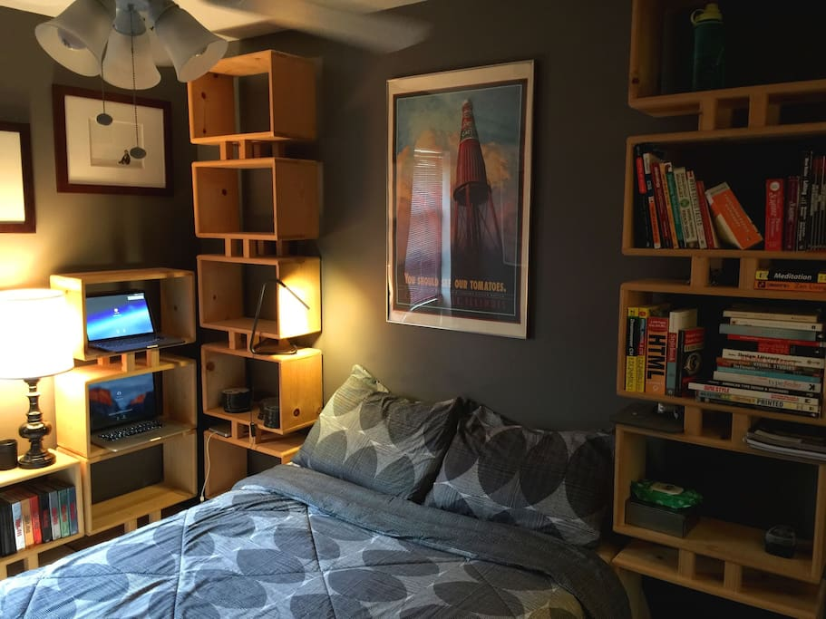 cozy sleeping room two blocks from united center houses for rent in chicago illinois united. Black Bedroom Furniture Sets. Home Design Ideas