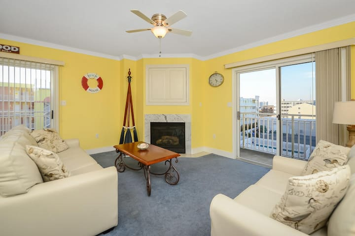 135-Sunset Bay 2BD condo with outdoor pool and interent