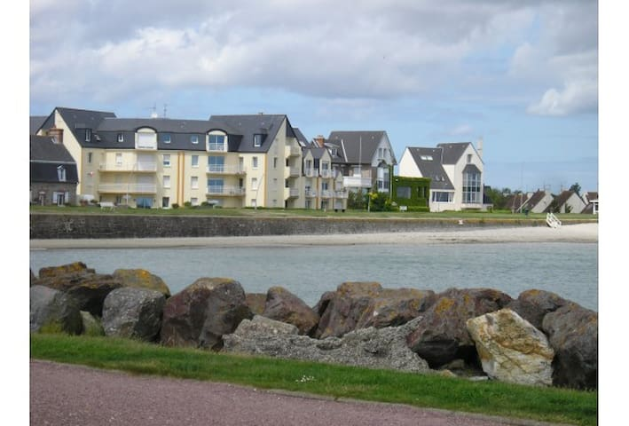 Normand charming sea front apartment - Saint-Vaast-la-Hougue - Daire