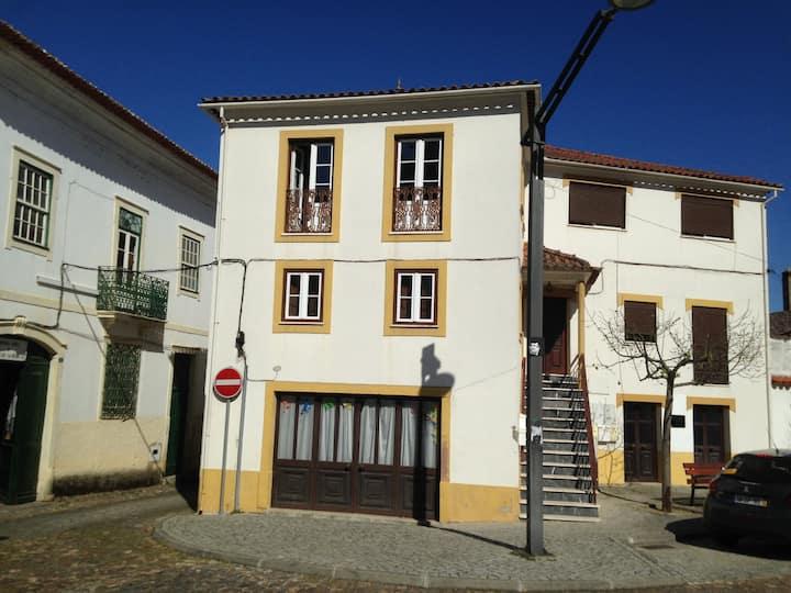 Centre Historique de Gois avec terrasse.