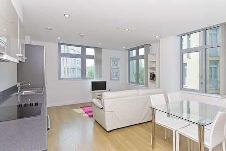 Modern High Spec 2BD New Build near Canary Wharf! - Londra