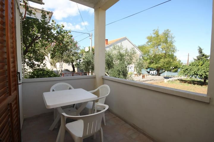 Studio flat with terrace and sea view Tkon, Pašman (AS-8414-a)