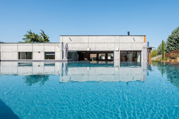 La Moderne Modern house with pool and garden