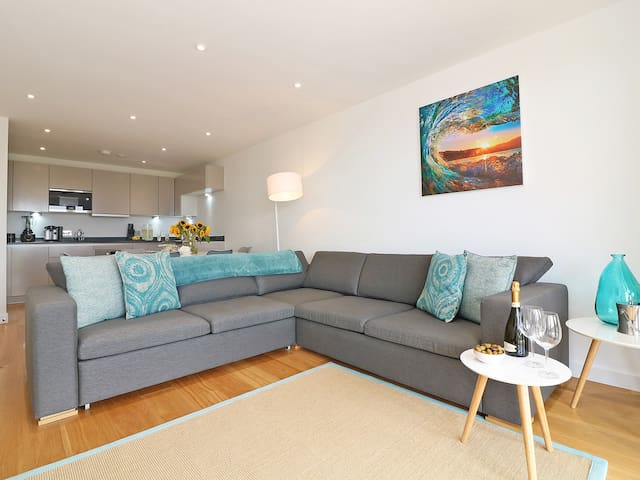 SALTWATER, family friendly, with a garden in Newquay, Ref 941451