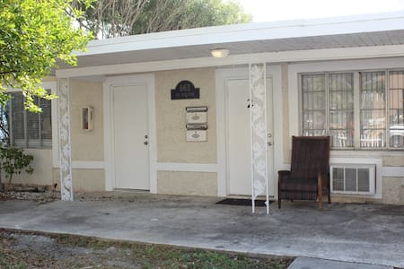 Sea Chest Cottages efficiency waterfront unit - Clearwater - Villa