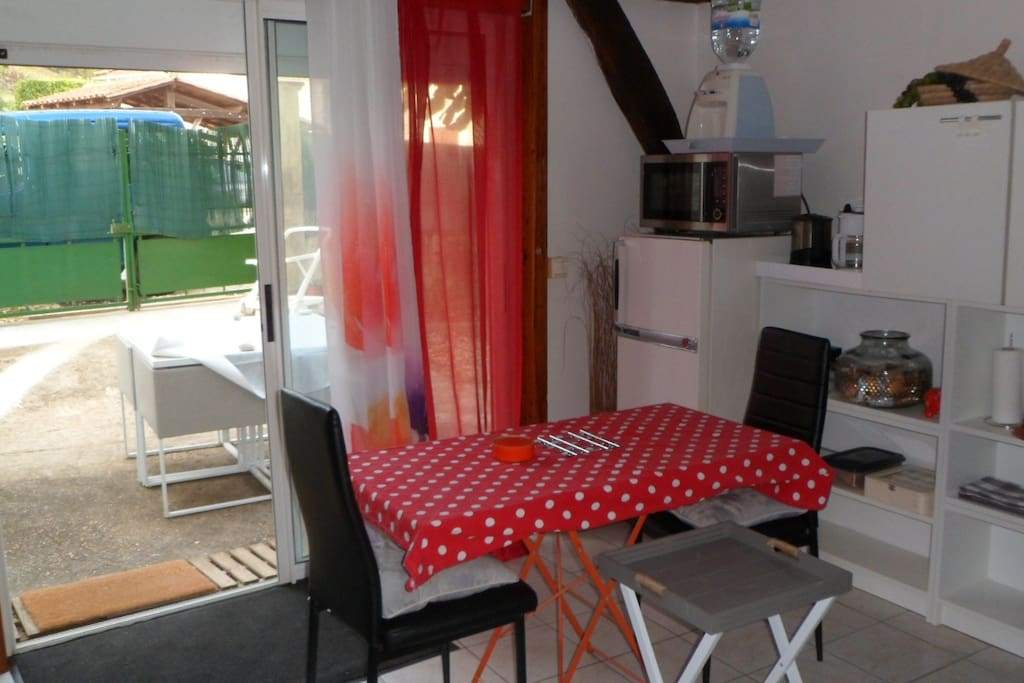 grande pi ce vivre apartments for rent in sarliac sur l 39 isle aquitaine limousin poitou. Black Bedroom Furniture Sets. Home Design Ideas