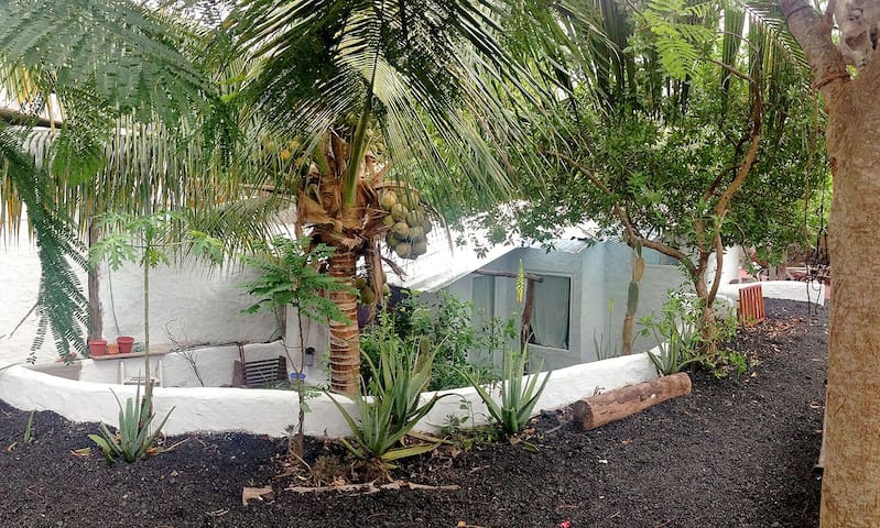 La casita de la grieta - Puerto Ayora