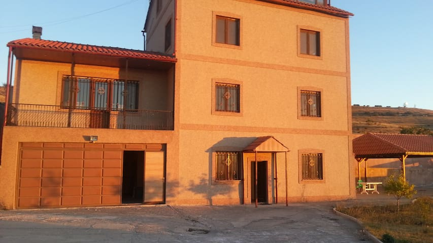 Spacious 6 bed house in Yerevan - Jerevan - Talo