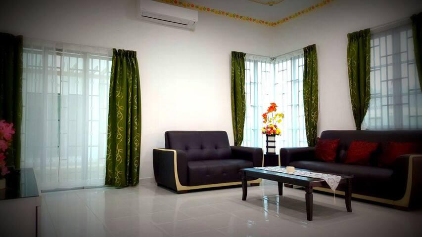 Homestay Near KLIA Airport Sepang KLIA2 - Sepang - Haus