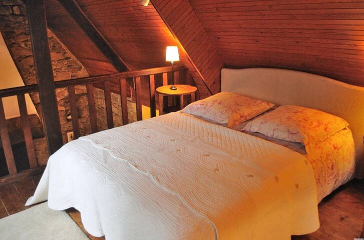 Double bedroom-upstairs