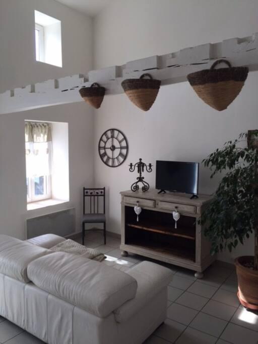 appart dans petit village 10 mn de vichy appartements louer randan auvergne rh ne. Black Bedroom Furniture Sets. Home Design Ideas