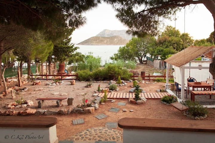 Kalymnos 'Endeavour' Beach-luxury Holiday Cabin. - Καλυμνίων