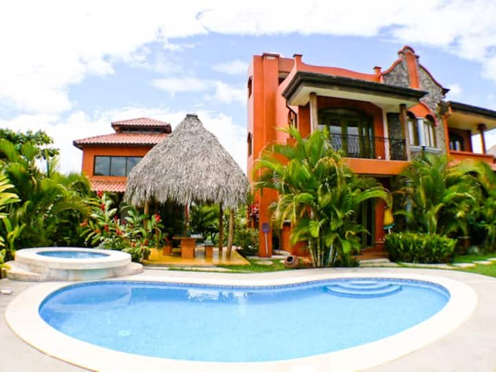 V2: Lg Villa-Ocean Views-Pool-Beach-Concierge Srvc