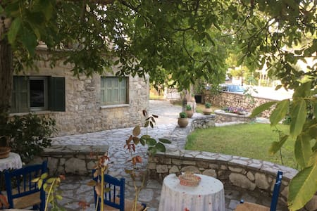 Villa Aspro-2 for Families/Couples - Ασπρογερακάτα