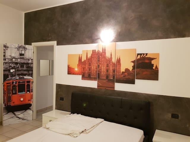 Ampio ed elegante bilocale a Milano (app. 4)
