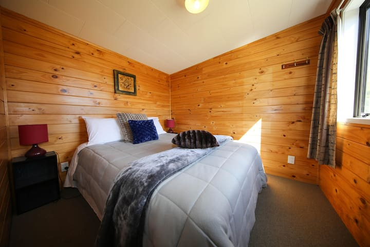 Self-Contained Cottage (Kai Iwi Beach Holiday Park)