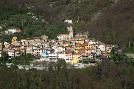 Terratetto nel cuore delle Alpi Apuane - Capanne-Prato-Cinquale