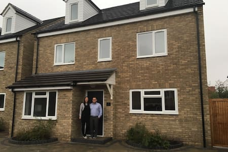 Lovely Double Bedroom minutes from the airport - Essex - Haus