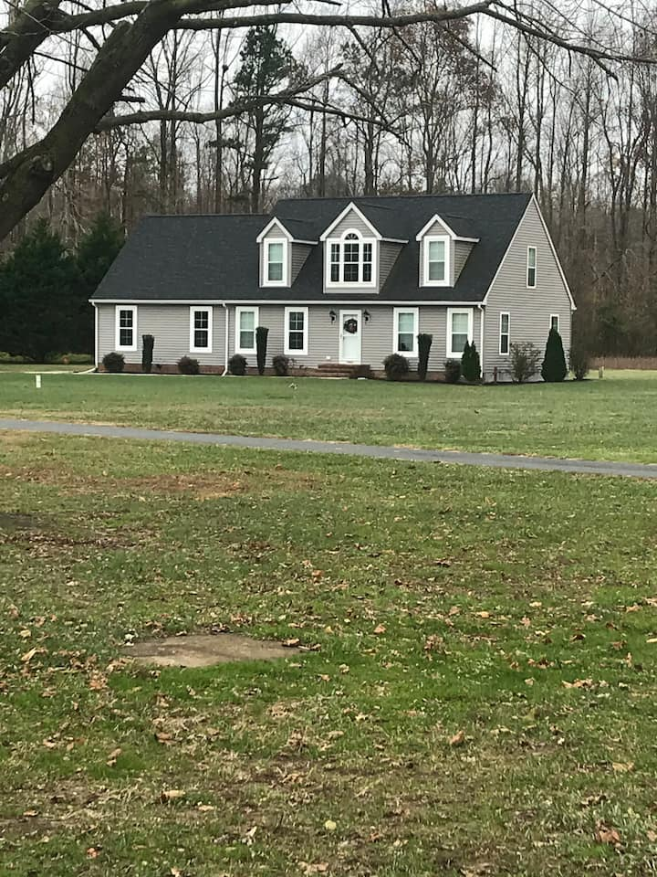 Country living near beach and Dogfish Head Brewery