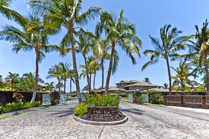 Spacious Floor Plan at Private Hali'i Kai 24F