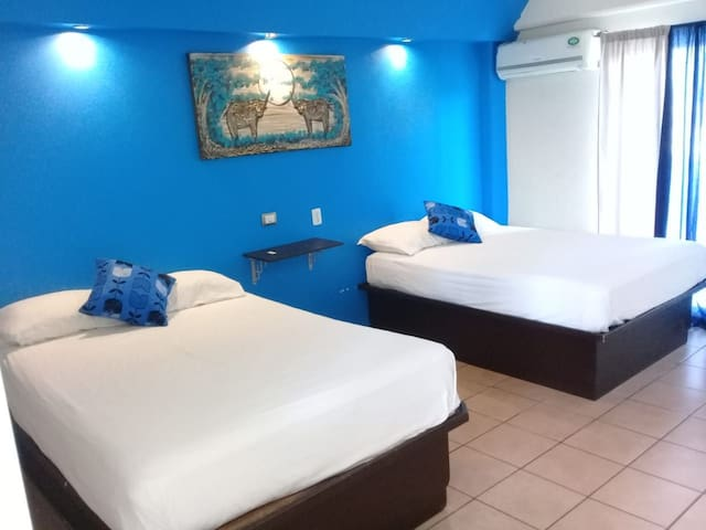 "Hotel Chapala ""Doble"" Azul"