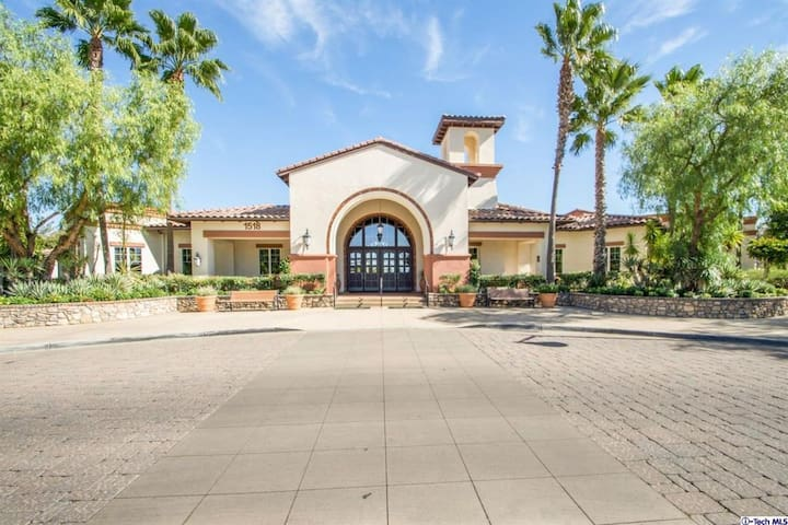 Beauty Single Home near Palm Springs & Outlet