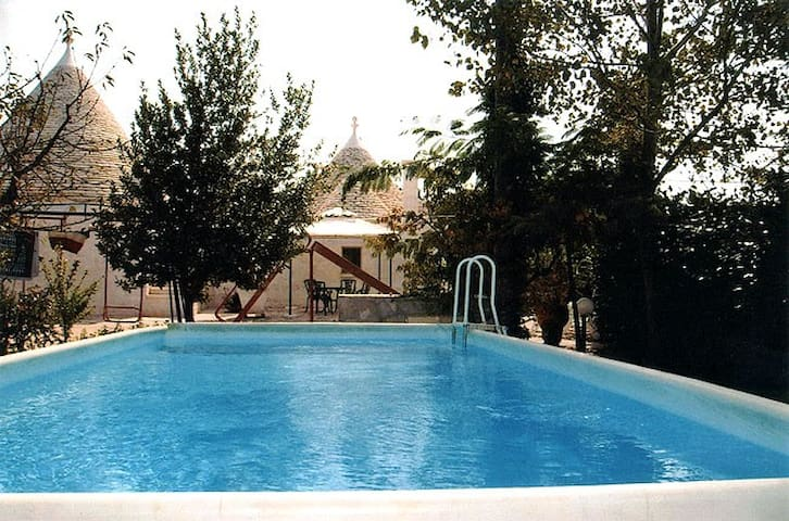 Trullo in Valle d'Itria con piscina - Locorotondo - House