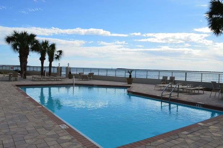 2 King Master Suites w/ Beautiful Harbor Views!