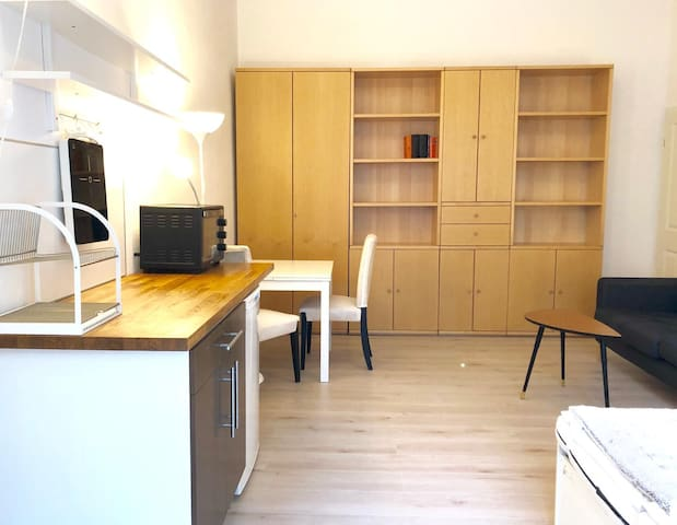 Pleasant apartment in a side street, ground level