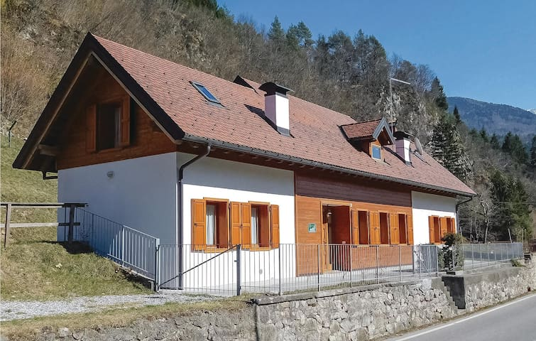 Semi-Detached with 3 bedrooms on 195m² in Ovaro UD