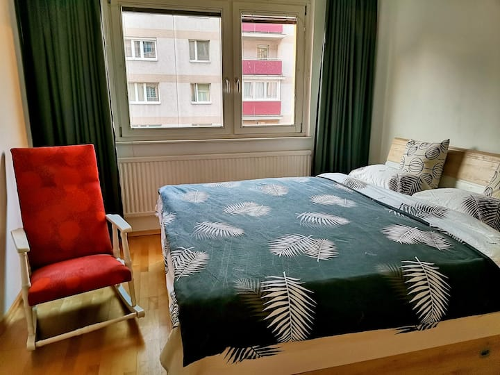 Cozy room with 1.8m bed in city center
