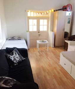 Bed and Breakfast in cosy, little, central house - Grimstad