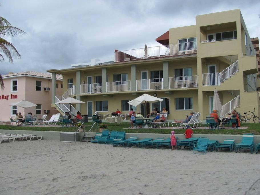 Last Minute Right On Hollywood Beach Resorts For Rent In Hollywood Florida United States