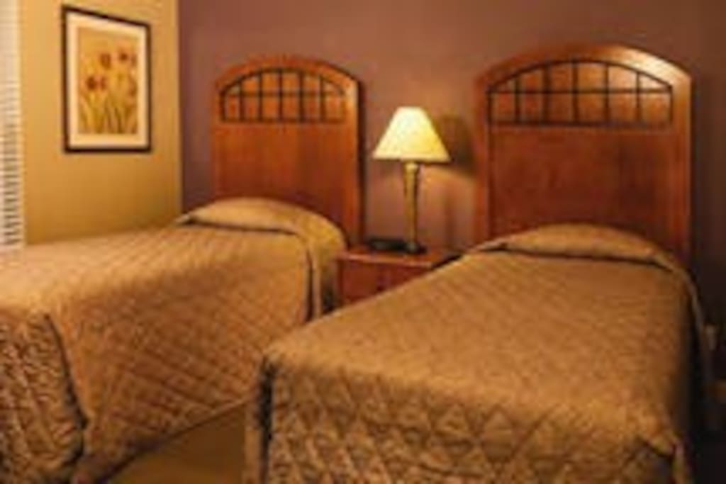 second bedroom- two twin beds