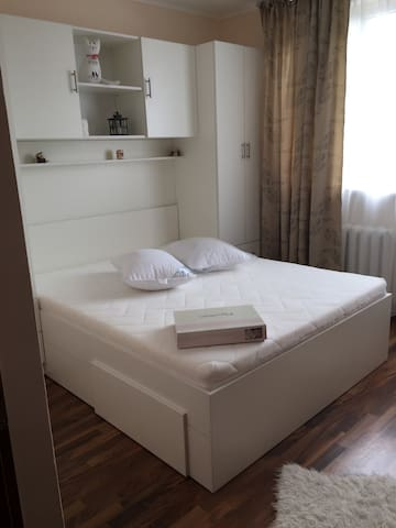 Cozy 1 Bedroom Apartment near Victoria Square