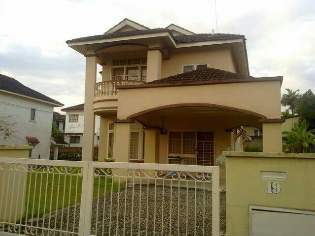 Munawwarah Guesthouse, Bukit Sentosa, Rawang