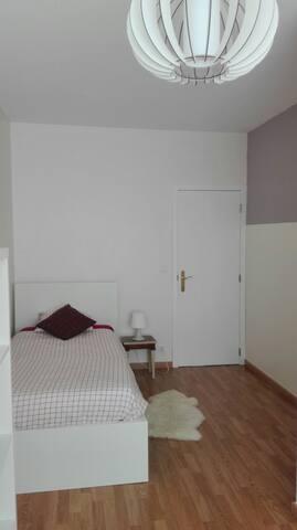STADE ROI BAUDOUIN -Jolie chambre dans appartement