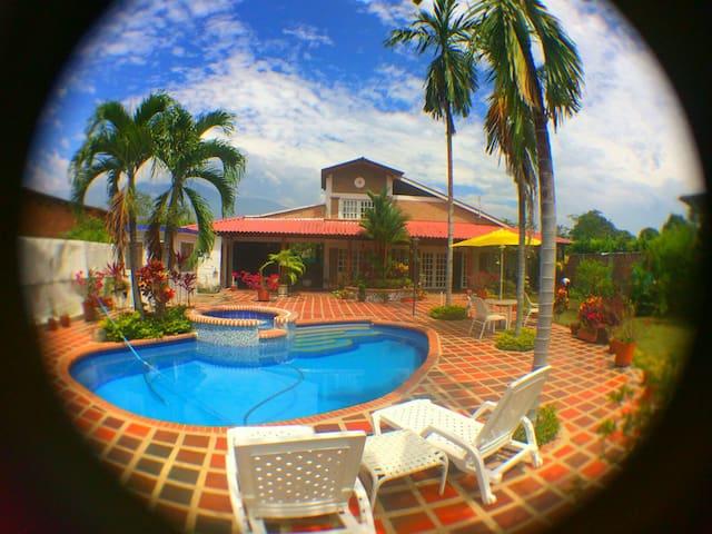 Casa campestre con piscina y sauna! - santa elena - House