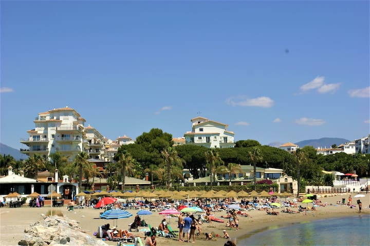 Beach Front Apt, Puerto Banus, Family Freindly, Free Wifi /parking.pools, Aircon