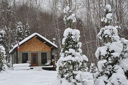 Le Calumet, rustic off-grid cabin - Bungalo