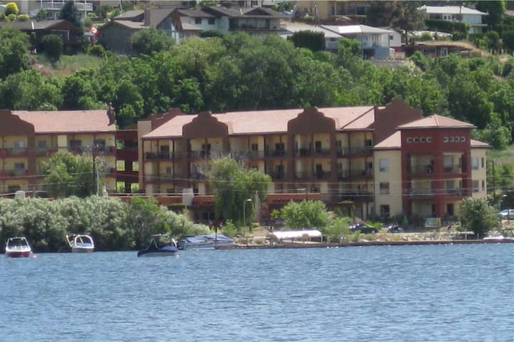 Beautiful spacious condo on Osoyoos Lake, Okanagan