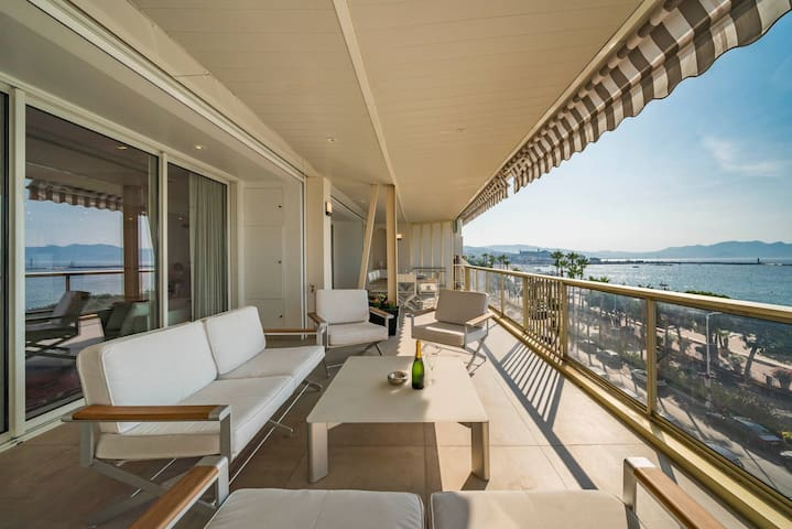 Amazing penthouse beach view 3bdrs with terrace