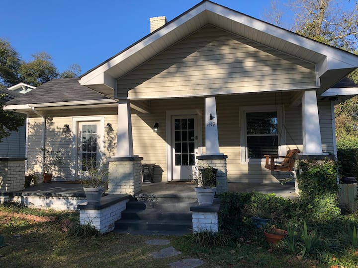 Freshly Updated Farmhouse near Medical District