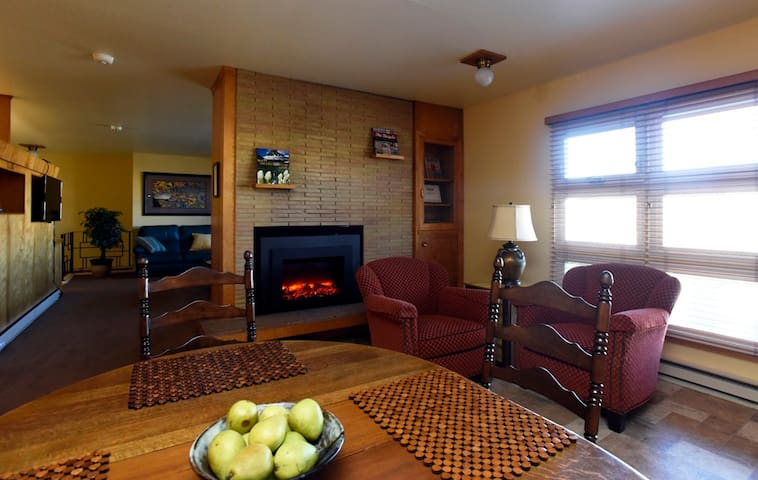 Historic Downtown Kalispell, SPACIOUS & CENTRAL